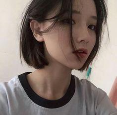 Ulzzang means Best Face in Korea . Or root words is Eoljjang. Ulzzang Tomboy, Ulzzang Girl Fashion, Ulzzang Girl Selca, Ulzzang Short Hair, Ulzzang Korean Girl, Ulzzang Hairstyle, Short Hair Korea, Korean Short Hair, Girl Short Hair