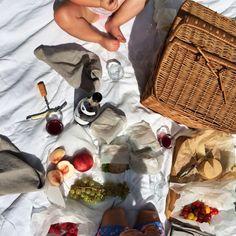 Last days of summer | Burgundy picnic 'en famille'. #thecooksatelier #howisummer #burgundyliving #france www.thecooksatelier.con