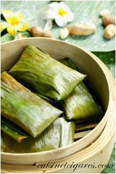 Mofo Ravina ou Koba (Kouba) – These rice cakes wrapped and cooked in banana leaves are a common street food in Madagascar. Similar to a tamale, these rice cakes can be served as a sweet dessert, or a savory snack.