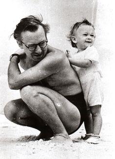 Portinari com seu filho João Candido, na praia do Leme. Rio de Janeiro,
