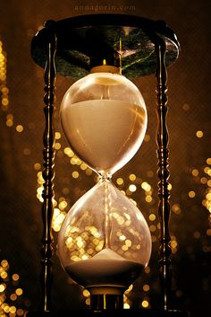 ⌛ Time is running out - ©Anna Gorin ⌛ Hourglass ⌛ Foto Gif, Sand Timers, Somewhere In Time, Run Out, Conte, Time Travel, Happy New Year, Inspiration, Cool Stuff