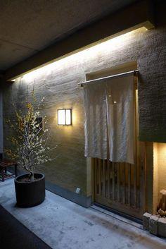 Japanese Modern House, Japan Interior, Noren Curtains, Shop Facade, Art Asiatique, Spa Design, Top Restaurants, Curtain Designs, Facade Design
