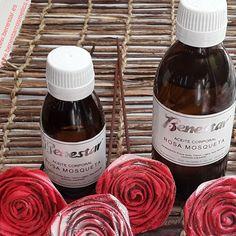 🌹🌹 ¡Feliz día de Sant Jordi! 🌹🌹….de nuevo con rosas diferentes y originales porque si las plantas...¡te regalan una nueva flor! Las podéis ver en nuestros escaparates. Gracias @cetapunts
