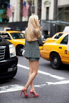 Women's New York street style from The Sartorialist: Closer (The Sartorialist Volume by Scott Schuman The Sartorialist, Street Snap, Street Chic, Look Fashion, Fashion Models, Fashion Trends, Milan Fashion, Net Fashion, Street Fashion