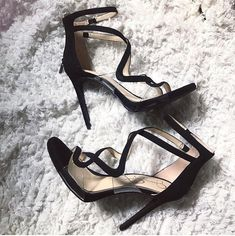 Go for extraordinary style with the Jessica Simpson Roelyn dress sandal