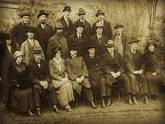 Photo from Collins-DeValera Pact meeting - 20 May 1922 Anglo Irish Treaty, Ireland 1916, Irish Free State, Irish Republican Army, Irish People, Michael Collins, Irish Roots, Luck Of The Irish, Women In History