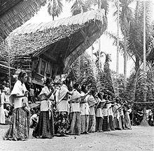 Tongkonan - Wikipedia, the free encyclopedia Maluku Islands, Traditional Art, Traditional Outfits, Solomon Islands, Lombok, Borneo, Papua New Guinea, Archipelago, Pacific Ocean