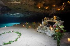 Set up for mayan ceremony in cenote// Montaje para boda maya en cenote en Riviera Maya