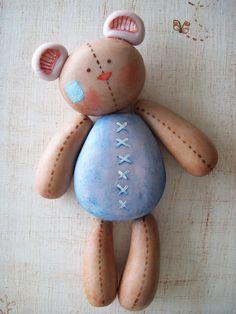 Ursinho...teddy bear created with stones!
