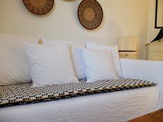 DIY : Un édredon de canapé | Madame Décore Canapé Diy, Zen House, Ethnic Chic, Asian Decor, Sofa, Couch, Diy Clothes, Diy And Crafts, New Homes