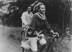 Jules and Jim [Truffaut, 1962] Jeanne Moreau looks blissful in this perfect-for-cycling sweater.