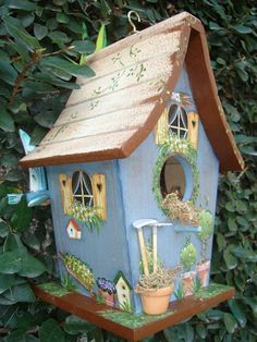 Amazing Bird House Ideas for Your Backyard Decorations - Mike Decor Decorative Bird Houses, Bird Houses Painted, Bird Houses Diy, Fairy Houses, Birdhouse Designs, Esschert Design, Bird Boxes, Up Halloween, Tole Painting