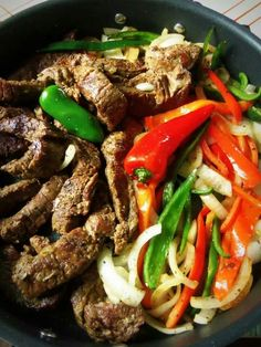 Beef Fajitas In the Slow Cooker - Hispanic Kitchen April 2014 Food Recipe Share and enjoy! Crockpot Dishes, Crock Pot Slow Cooker, Crock Pot Cooking, Slow Cooker Recipes, Crockpot Recipes, Cooking Recipes, Healthy Recipes, Beef Fajitas, Beef Steak
