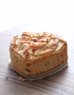 Hei!  Jeg lovte dere en god dessert, og her har dere den - med norske epler!  Oppskriftener nærmerefem år gammel, med kun små end