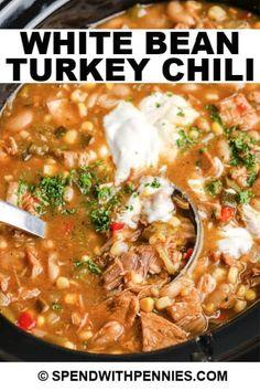 Chilli Recipes, Turkey Recipes, Mexican Food Recipes, Chicken Recipes, White Bean Turkey Chili, Turkey Chilli, Crockpot Turkey Chili, Cincinnati Chili, Slow Cooker Chili