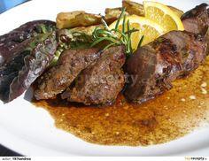 Maso očistíme od blan a přes noc naložíme do marinády smíchané z marmelády, pomerančové šťavy, octa, sójové omáčky, rozdrceného česneku, jalovce... Pot Roast, Steak, Beef, Cooking, Ethnic Recipes, Drink, Carne Asada, Meat, Kitchen