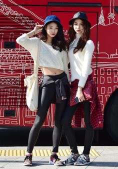 armpillow: koreanmodel: Streetstyle: Bae Yoon Young and Eom Yeo Jin at Seoul Fashion Week Spring 2015 shot by Baek Seung Won The girl on the right is so pretty