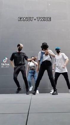 Hip Hop Dance Videos, Dance Workout Videos, Dance Moms Videos, Dance Music Videos, Dance Choreography Videos, Easy Dance, Cool Dance Moves, Dance Tips, Bts Dance Practice