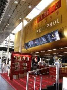 Schiphol Airport, Amsterdam --- Of course! I will never forget you! One of the biggest airport in the whole word. It took almost an hour to find my gate! So go figure :) Leiden, Places To Eat, Places Ive Been, Amsterdam, Around The World In 80 Days, Holiday Travel, Blog, Survival Guide, Traveling