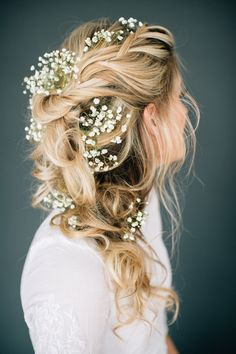 Here you'll find some great wedding hairstyles for long hair. Get inspired by these 50 gorgeous wedding looks for long,From half-up styles to boho braids, these wedding hairstyles for long hair are giving us maj. Romantic Wedding Hair, Wedding Hair Flowers, Wedding Hair And Makeup, Flowers In Hair, Boho Wedding, Hair Makeup, Hair Wedding, Boho Makeup, Wedding Rustic