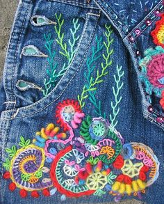 Embroidery Stitches Creative stitches More - This instructable will teach you the very basics of hand embroidery. Learning to embroider is not as tough as you might think! With a bit of practice, you'll get . Hand Embroidery Stitches, Cross Stitch Embroidery, Embroidery Patterns, Learning To Embroider, Cloth Flowers, Fabric Flowers, Denim Crafts, Embroidered Clothes, Diy Embroidered Jeans
