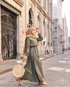 Modest And Classy Long Dresses That Will Make You Look Effortlessly Classy - image:@nourr.hoda - Keep Reading To Get Some Great Inspirational Looks - Modern Street Style - Hijab Fashion Inspiration - Casual Modest Dress - Muslim Girls Inspiration Instagram - Hijabi Outfits Casual - Modest Fashion Muslimah - Modest Dresses - Hijab Fashion Summer - #longsleevedress #chichijab #casualdressoutfit #hijabdress #muslimah #hijaboutfit