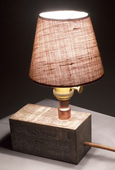 #festaferro #lampara #cobre #copper #iluminacion #vintage #industrial #deco #decoracion #madera #fierro ventas@festaferro.cl Table Lamp, Industrial, Lighting, Home Decor, Wood, Lamp Table, Light Fixtures, Industrial Music, Lights