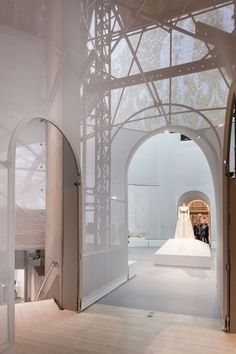UNITED STATES - NEW YORK OMA - OFFICE OF METROPOLITAN ARCHITECTURE Manus x Machina: Fashion in an Age of Technology