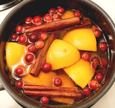 Christmas Potpourri 1 cut up orange (you can also slice the orange) 3 cinnamon sticks, broken in half (I think it releases more of the fragrance) 1 cup of fresh cranberries 1 – 2 teaspoons cloves (whole or ground) 1 – 2 teaspoons nutmeg