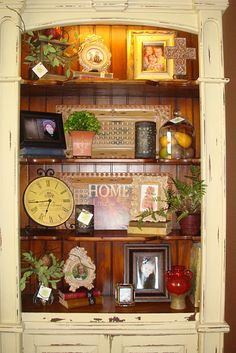shelf display Willow House, Sweet Home, Tuscan Decorating, Decorating Ideas, Interior Decorating, Bookcase Styling, Living At Home, Painted Furniture, Painted Hutch