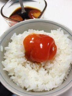 友人の家に行った際、友人の奥さんが『何もないのよ~ごめんね』と言って、卵の黄身の醤油漬けを出してくれた。あまりの美味さと、こんな料理をさりげなく出してくれる奥さ... Asian Appetizers, Asian Recipes, Healthy Recipes, How To Cook Rice, Recipes From Heaven, Asian Cooking, Diy Food, No Cook Meals, Food Hacks