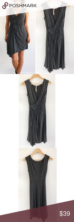 """Bailey 44 Gray V-neck Dress Bailey 44 Gray V-neck Dress! This dress is super soft and comfy! Excellent condition. V-neckline. Fitted ruching waist. Stretchy. Rayon, spandex blend. Pull over style. Measurements Chest-34"""" waist-24"""" hips-37"""" length-38"""" size small fits true to size. Bailey 44 Dresses"""