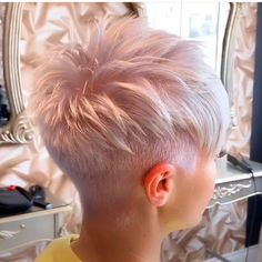Kurze rosa Frisuren The Effective Pictures We Offer You About hair peinados trenzas A quality pictur Blonde Pixie Haircut, Short Pixie Haircuts, Cute Hairstyles For Short Hair, Short Hair Styles, Bob Hairstyles, Short Hair Cuts For Women Pixie, Cropped Hairstyles, Super Short Pixie Cuts, Straight Haircuts