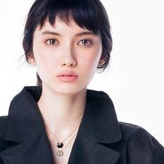 めちゃくちゃ前髪切りたくて 市川沙耶さんぐらいサクサクっとした前髪にしたいんですけど どう思います?…
