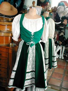 Irish Costumes, European Costumes, Traditional Irish Clothing, Traditional Dresses, Ireland Culture, Irish Fashion, Costumes Around The World, Fantasy Island, Irish Celtic