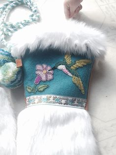 This is a close up of Hummingbird mitts that I made over a year ago. Beading Ideas, Beading Projects, Bead Patterns, Sewing Patterns, Native Beadwork, Native American Beading, Hummer, Hummingbirds, Fabric Art