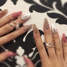 Having short nails is extremely practical. The problem is so many nail art and manicure designs that you'll find online Glam Nails, Stiletto Nails, Glitter Nails, Beauty Nails, Coffin Nails, Gorgeous Nails, Love Nails, Fun Nails, Nails Polish