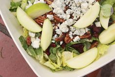 Apple Gorgonzola Salad {Bucca Di Beppo Copy-Cat Recipe} *So Good! Tastes just like it. Add chicken for a more complete meal. Dressing solidifies after a few days in the fridge* Green Apple Salad, Cooking Recipes, Healthy Recipes, Vegetarian Cooking, Healthy Foods, Yummy Eats, Yummy Food, Restaurant Recipes, Salads
