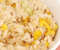 Τηγανητό ρύζι με αυγό Snack Recipes, Snacks, Grains, Rice, Vegan, Food, Snack Mix Recipes, Appetizer Recipes, Meals