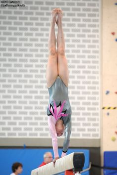 Gymnastics Tricks, Gymnastics Posters, Girls Gymnastics Leotards, Gymnastics Pictures, Sport Gymnastics, Olympic Gymnastics, Dancer Photography, Gymnastics Photography, Native Girls