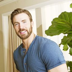 Chris Evans, holy cow.... Why are you so handsome. Like.... Just..... HOW