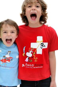 T-Shirt Mumu Cow Pirat, rot / T-Shirt Mumu Cow Pirat, red Every child needs a t-shirt with high quality. The imprint with the cow is a popular motive for our littles. You find more childer clothes in our shop. Austria, Switzerland, Baby Kids, Popular, Children, Shopping, Clothes, Pirates, Kids Wear