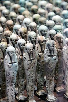 Menphis - Egypte - 500 before JC - Troop of funerary servant figures Shabtis in the name of Neferibreheb Louvre-Lens