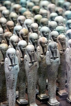 Menphis - Egypte - 500 before JC - Troop of funerary servant figures Shabtis in the name of Neferibreheb Louvre-Lens