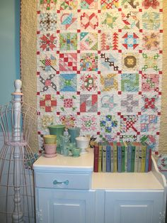 I LOVE Lori Holt!-Bee In My Bonnet: My Farmers Wife Quilt is Finished!!!...