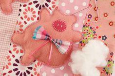 Capa de cadeira de patchwork com porquinhos de feltro - Portal de Artesanato