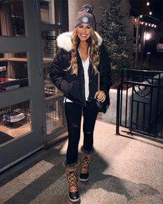 nyc winter outfits Pin by Eric amp; Jenny Smith on - winteroutfits Snow Outfits For Women, Winter Fashion Outfits, Fall Winter Outfits, Look Fashion, Autumn Winter Fashion, Woman Outfits, Fashion 2020, Dinner Outfits, Casual Outfits