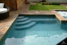 Steps and bench Swimming Pool Steps, Swiming Pool, Natural Swimming Pools, Swimming Pools Backyard, Pool Landscaping, Lap Pools, Natural Pools, Indoor Pools, Pool Decks