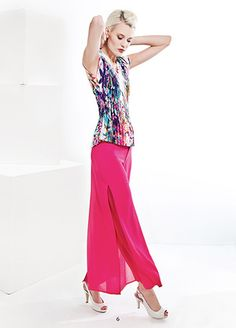 Double layers pants in cerise with a pleated top. KRISS Sweden