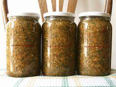 Ételízesítő házilag - kg sárgarépa - 70 dkg petrezselyemgyökér - 70 dkg… Jar Gifts, Preserving Food, Food 52, Preserves, Sausage, Goodies, Spices, Homemade, Vegan